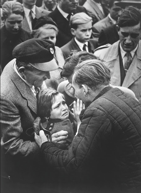 A German World War II prisoner, released by the Soviet Union, is reunited with his daughter.