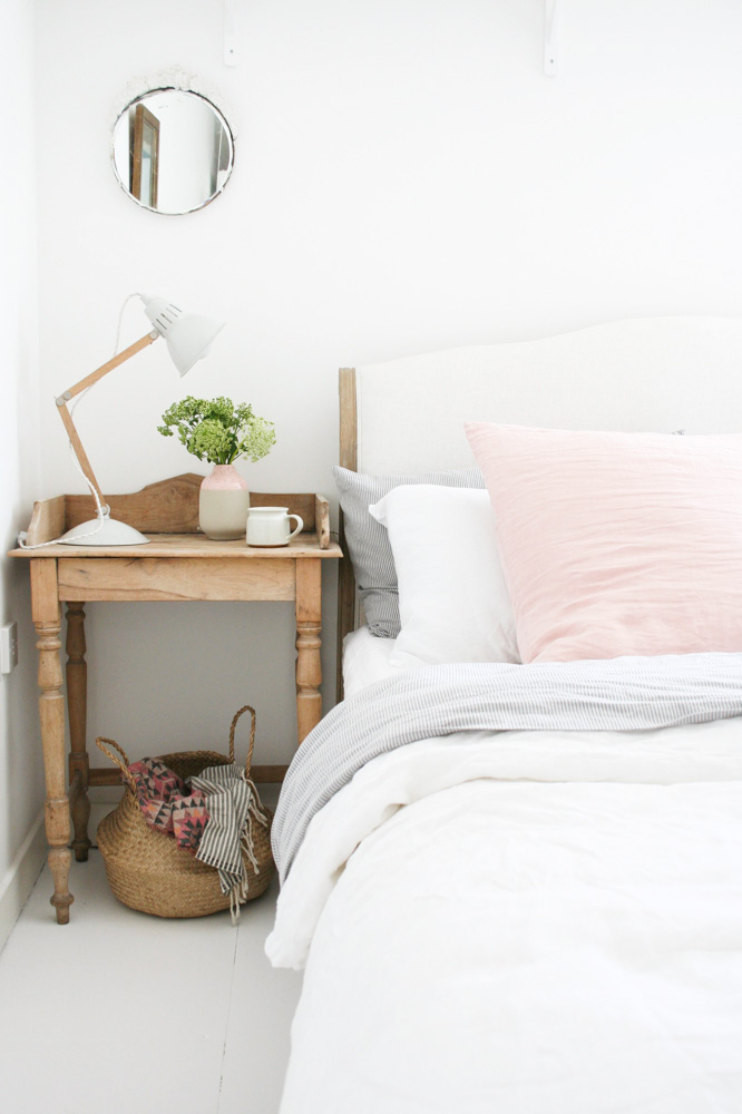 The subdued colors in the bedroom play up the casual, carefree feel of the space.