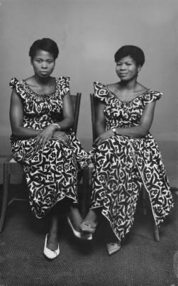 Women wearing identical Nigerian textiles is also common in Alonge's work. (Chief Solomon Osagie Alonge, Ideal Photo Studio, Benin City, Nigeria)