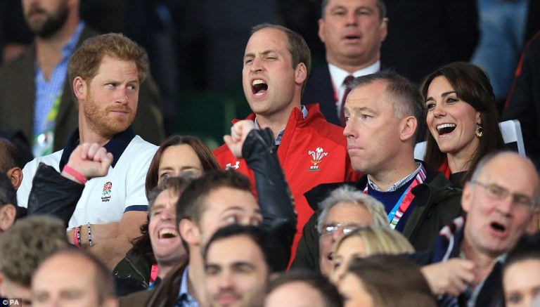 2CCCD25500000578-3250276-Princes_Harry_and_William_stood_shoulder_to_shoulder_inside_Twic-a-98_1443303103533