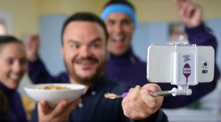 free-selfie-spoon-cereal-cinnamon-toast-crunch-3