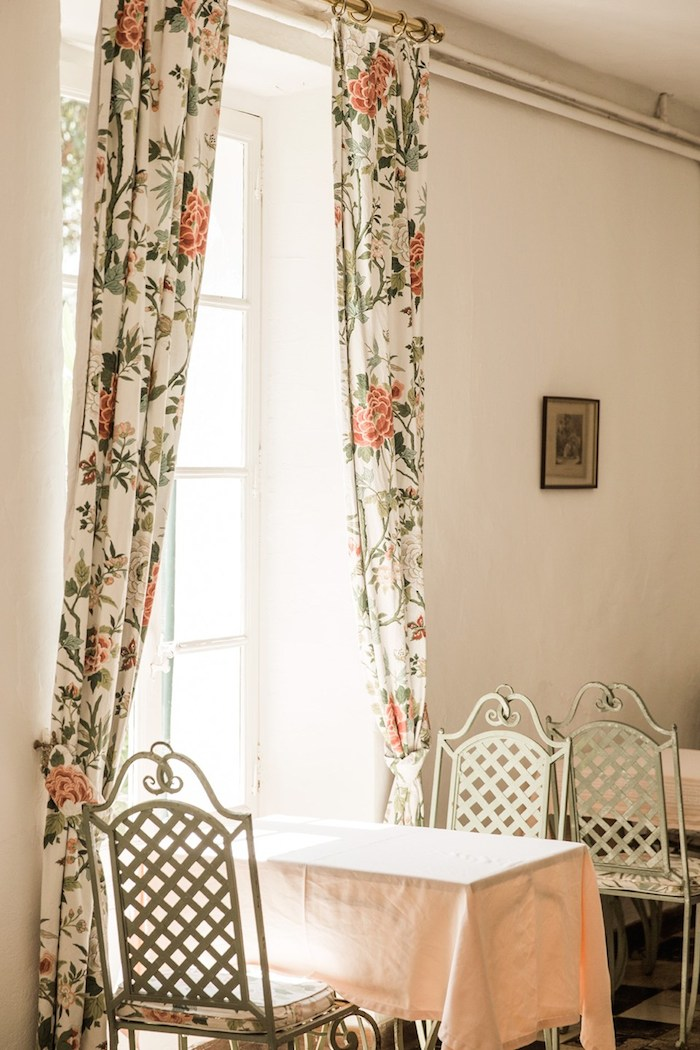 quaint-french-dining-room-by-martin-morrell
