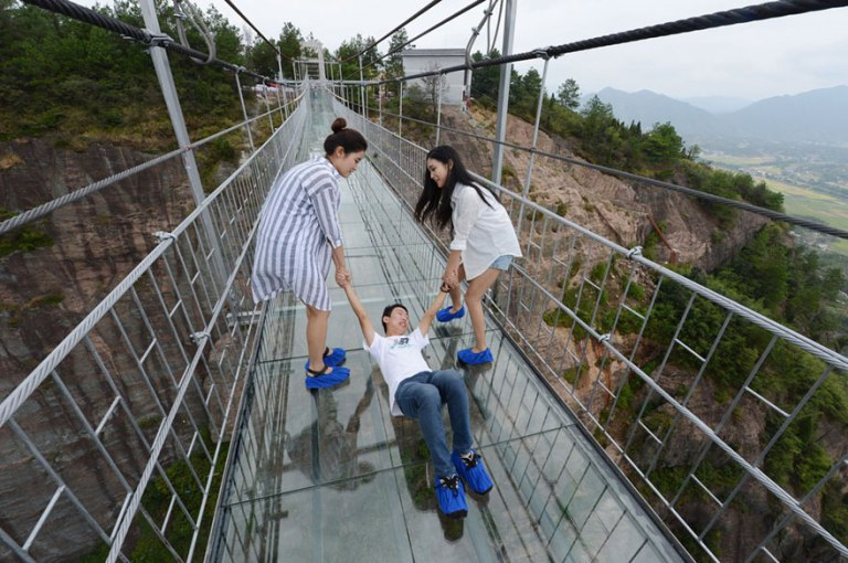 worlds-longest-glass-bridge-shiniuzhai-geopark-china-5
