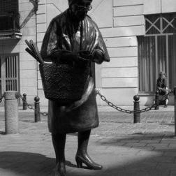 Madame Chapeau Designed to create a dynamics between two streets, this sculpture beams with its presence in the space that was allocated to the artist. The lady is fearlessly counting her money in an area of Brussels that is famous for its pickpockets. She even teases them with her unsnatchable bronze wallet. Located in Brussels, Belgium