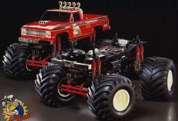 The Clodbuster was kit number 65 from Tamiya. A 1/10 4WD, 4WS off-road monster truck, it was designed as a fun on and off road truck for kids and adults alike. Wow, what a truck! Who can forget the first time they opened a Clodbuster kit and grabbed a hold of those enormous tires. As soon as you saw the size you realized that this was no ordinary kit, it was going to be HUGE. The Clodbuster was a runaway success for Tamiya. Building on what they'd learned with the Blackfoot, it dawned on their marketing department that bigger was – indeed – better.