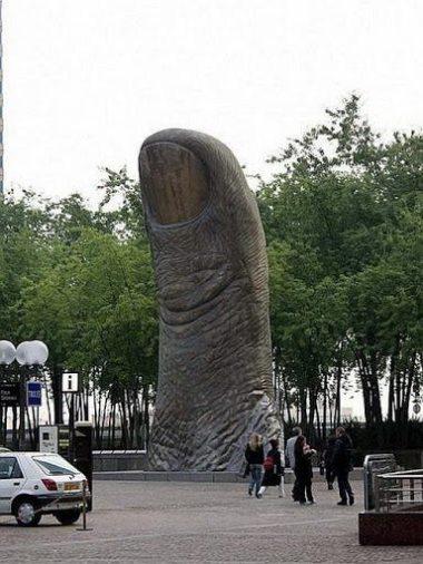 The Thumb : Location: Paris - near Arc de la Defense
