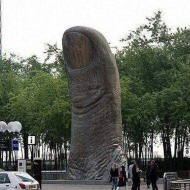 The Thumb : Location: Paris - near Arc de la Defense