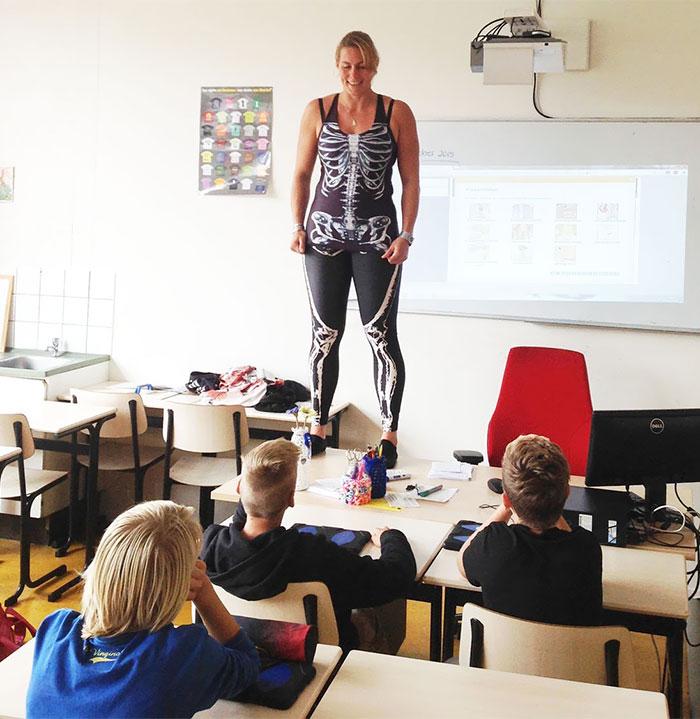 biology-teacher-spandex-anatomy-class-debby-heerkens-groene-hart-4