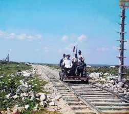 1915 Prokudin-Gorskii, right front, and others ride the Murmansk Railroad in a handcar along the shores of Lake Onega near Petrozavodsk. From the beginning of Russian railroad construction in the 1850s, rails were laid using a wider gauge (5 feet, 3.5 inches) than the standard European one. IMAGE: PROKUDIN-GORSKII / LIBRARY OF CONGRESS>