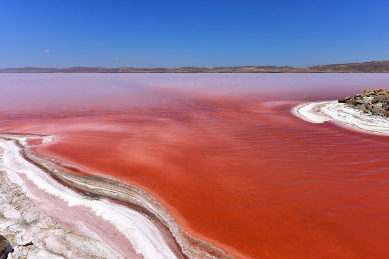 The-blood-red-Lake-Tuz-Aksaray-19