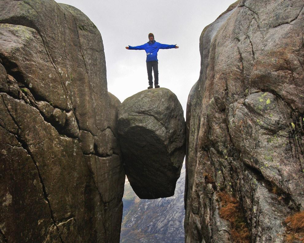 The-Kjeragbolten-boulder-Rogaland-13